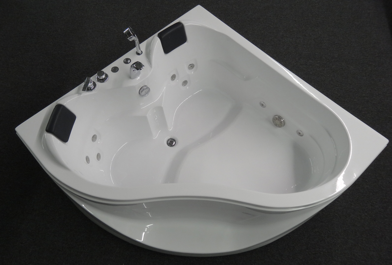 Corner Jetted Tub 2 Person Corner Jetted Bathtubs Tubethevote 2